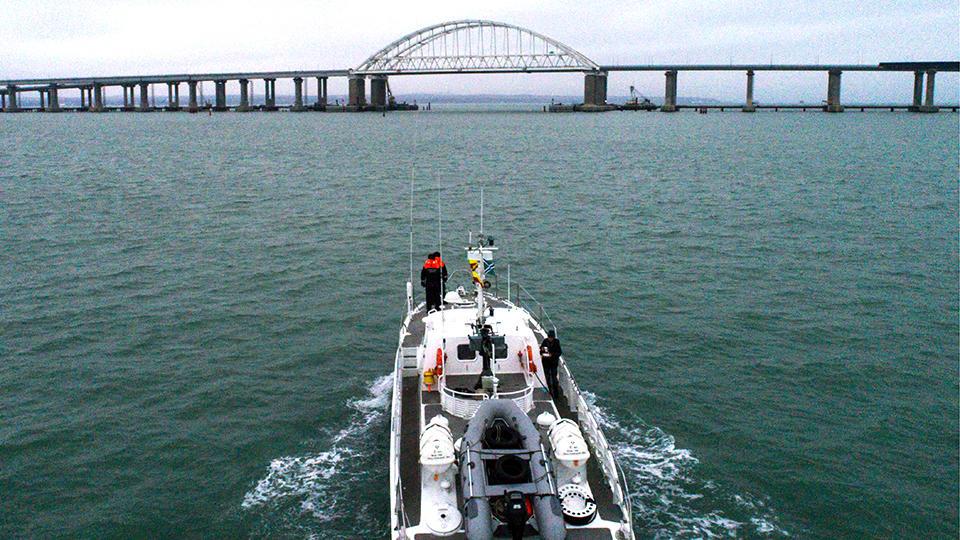 Росморречфлот опроверг информацию о пожаре на судне в Керченском проливе