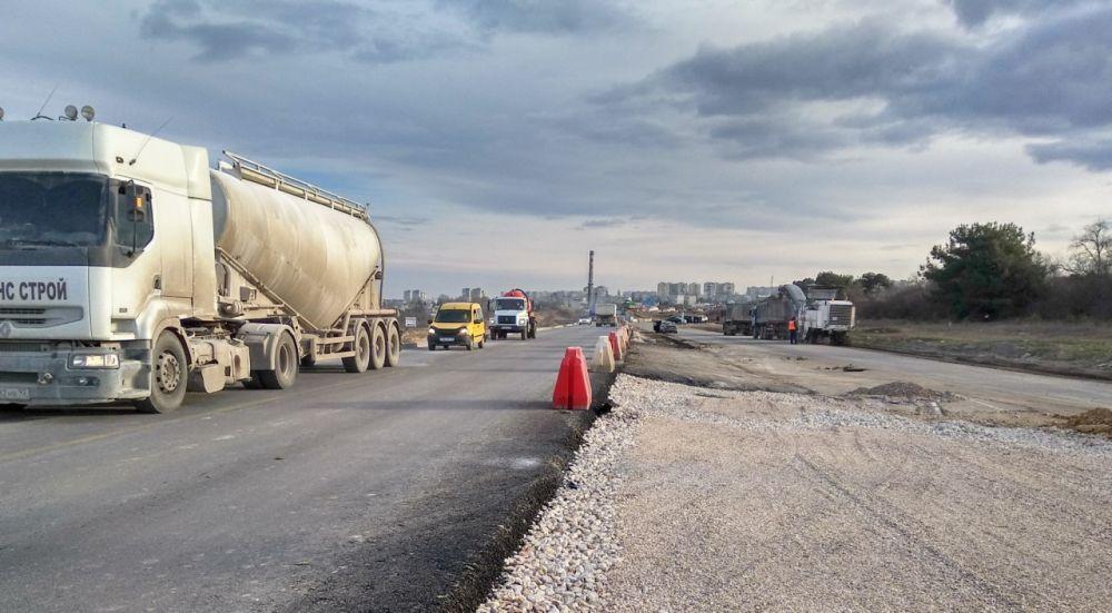 На многострадальное Камышовое шоссе в Севастополе вышел подрядчик