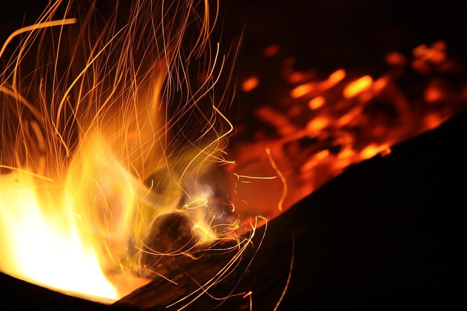 Глава района погиб при тушении пожара в чужом доме