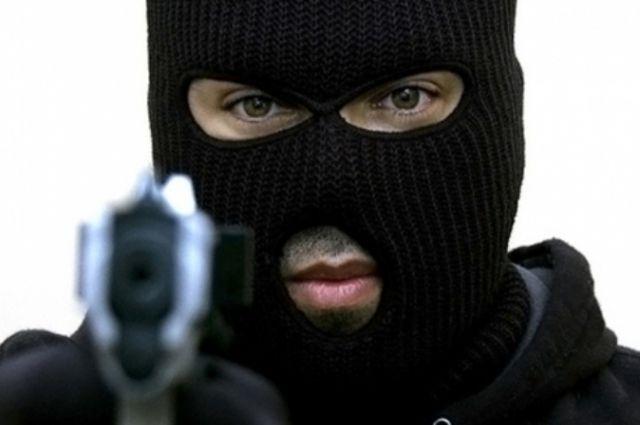 Маски, пистолет, нож: трое севастопольцев отправятся под суд за ограбления автозаправок