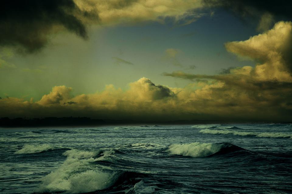 Циклон принесет в Крым проливные дожди и ветер