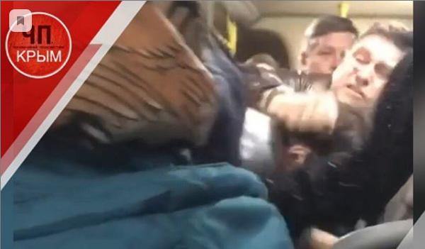 «Зацепили друг друга словом»: в крымской маршрутке подросток и мужчина устроили поножовщину