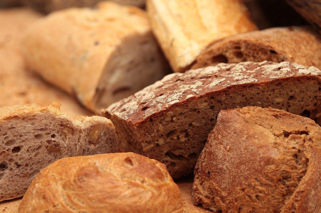 На булках хлеба в Крыму стали печатать памятку об уплате налогов