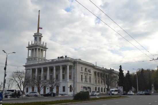 В Севастополе временно убрали остановку около театра им. Лавренева