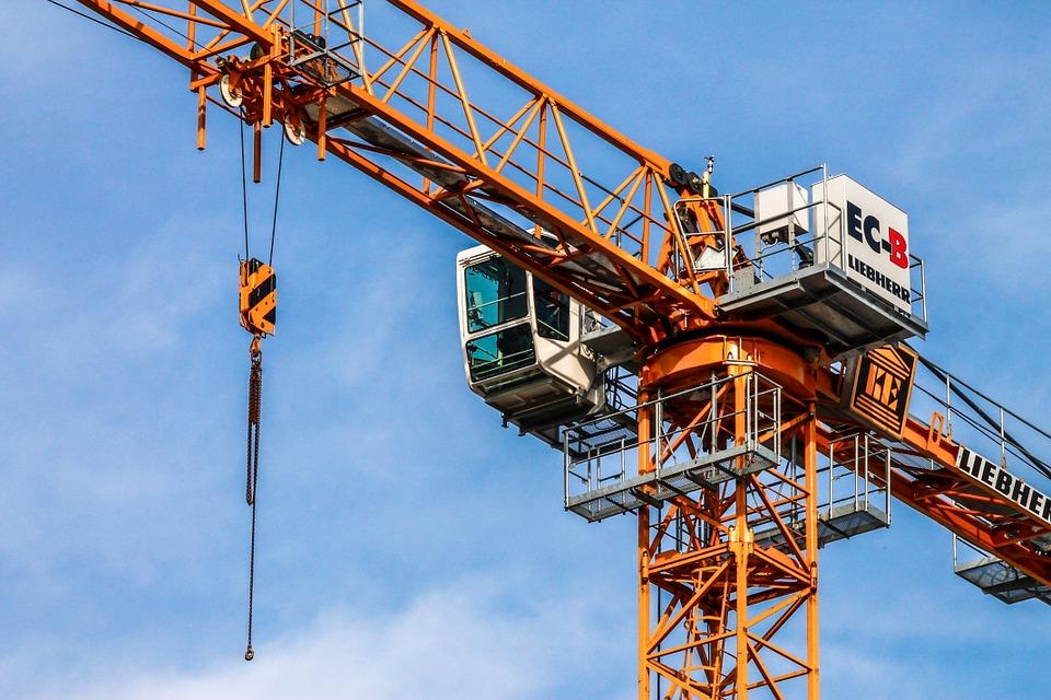 Севастопольский строитель объявил голодовку в кабине башенного крана из-за долгов по зарплате