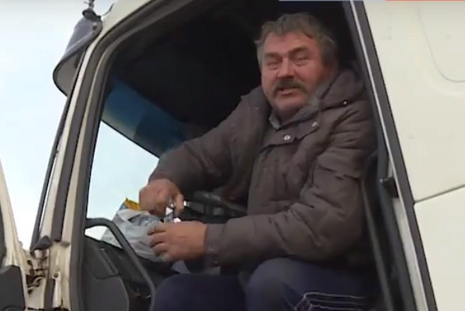 Дальнобойщик из Санкт-Петербурга живет на обочине крымской трассы