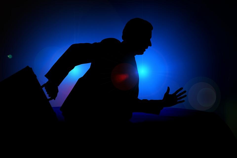 В Крыму разыскивают подозреваемого в разбойном нападении на офис микрозаймов