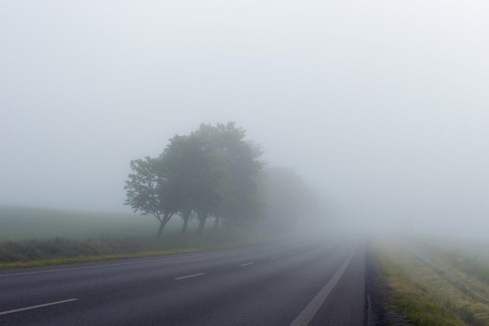 В тумане на крымской трассе столкнулись пять автомобилей