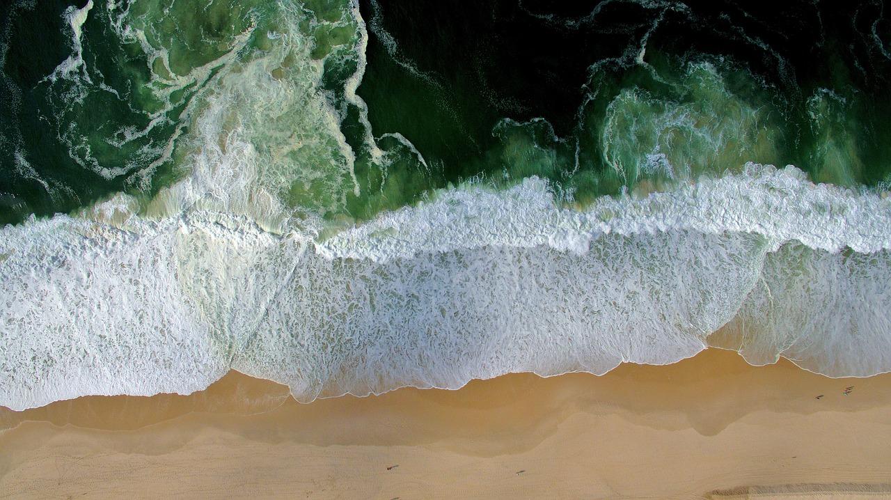 Азовское море отступило от берега на сто метров