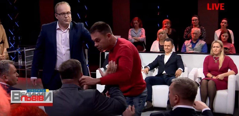 Украинского журналиста в телеэфире назвали «агентом ФСБ» и схватили за ухо