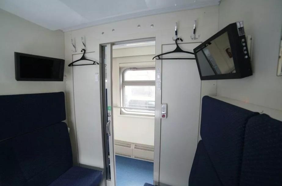 Самые дорогие билеты на первый поезд в Крым раскупили раньше других