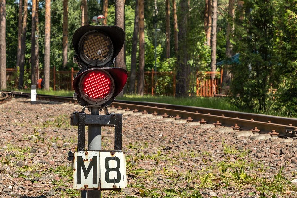 В Крыму парень пытался запрыгнуть в уходящий поезд и упал под вагон