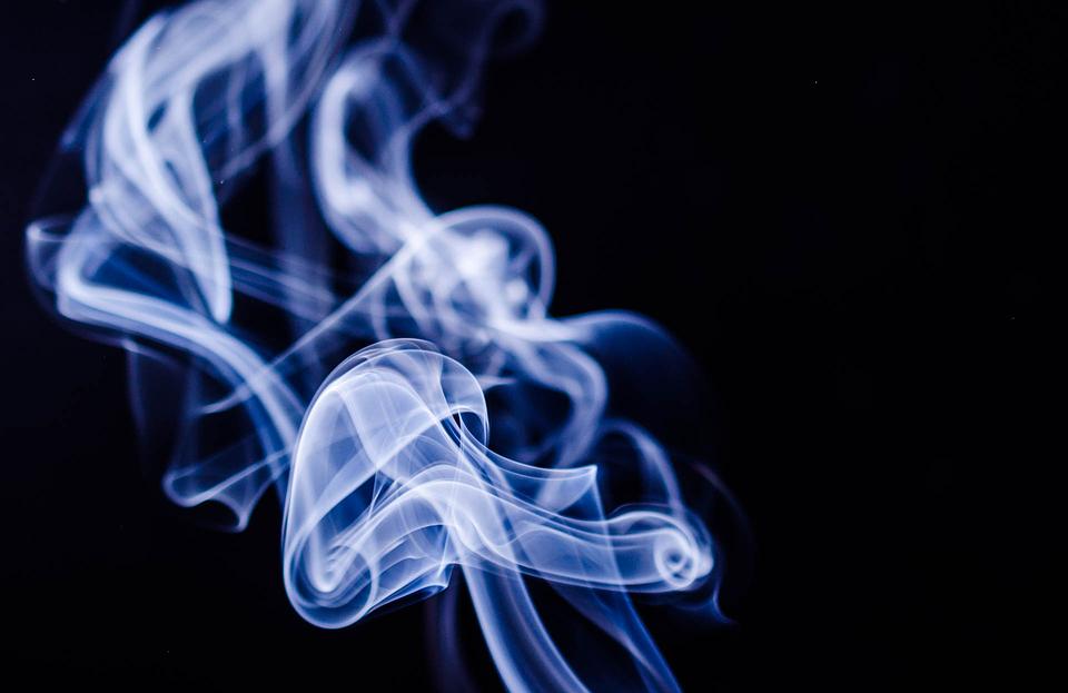 Ученые: табачный дым приводит к патологическим изменениям глаз у пассивных курильщиков