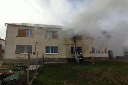 В Крыму эвакуировали шесть человек из горящего дома