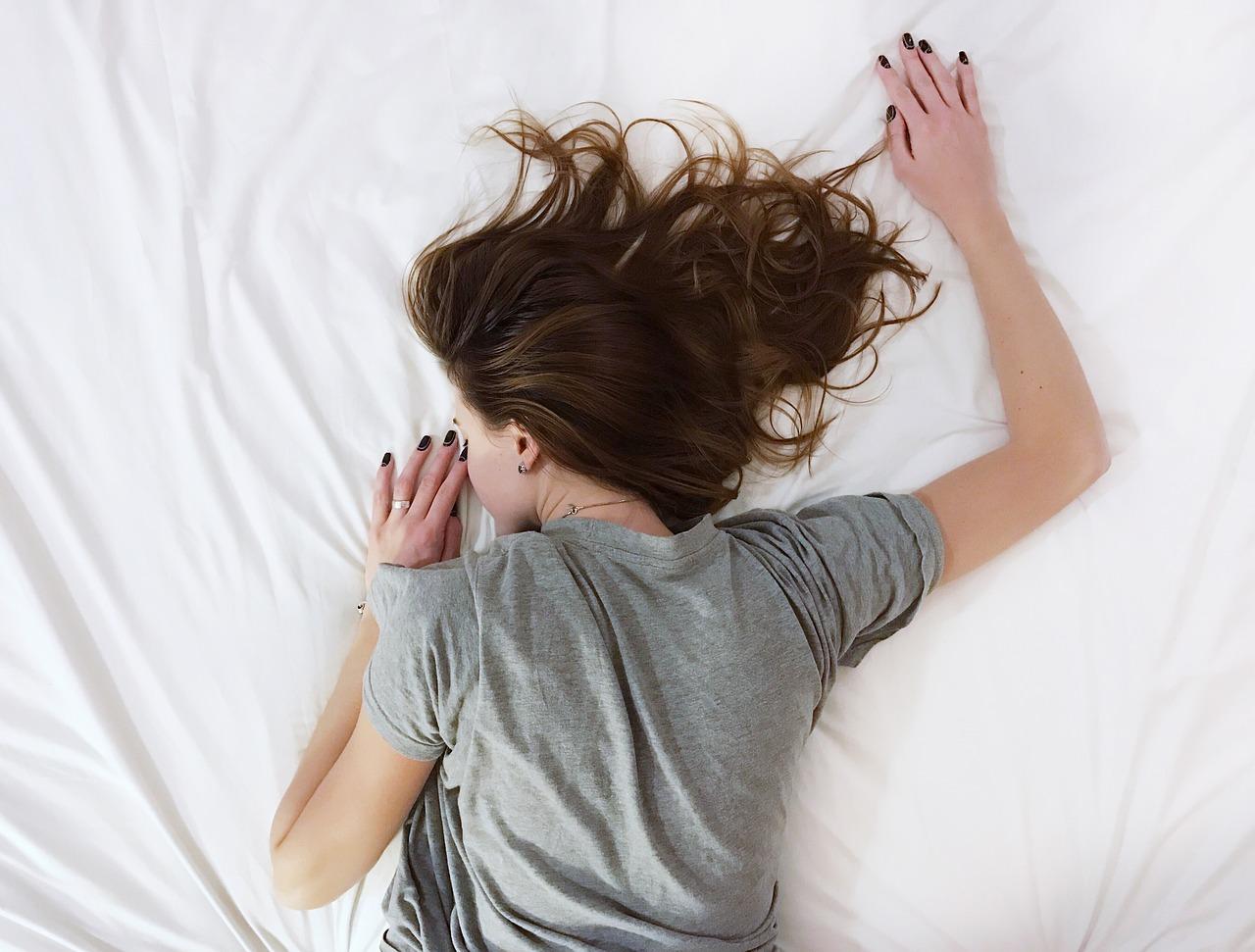 Медик предупредил об опасности долгого сна на выходных