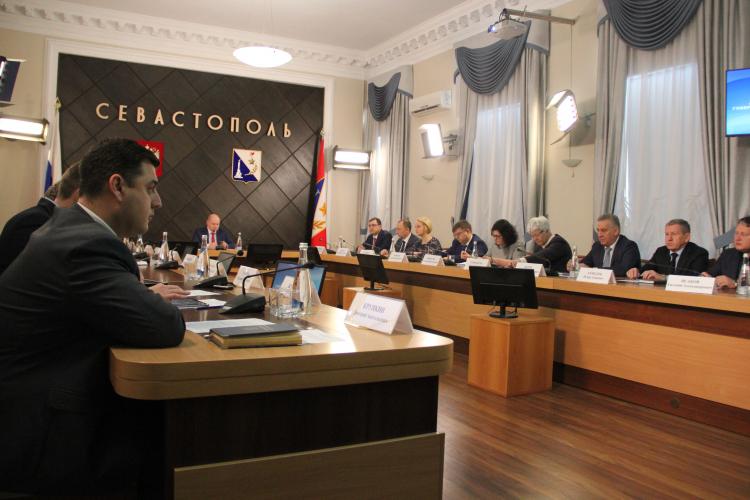 Михаил Развожаев поручил еще раз проверить готовность железнодорожного вокзала Севастополя