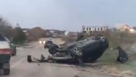 На скользкой дороге в Севастополе сделал «сальто» автомобиль