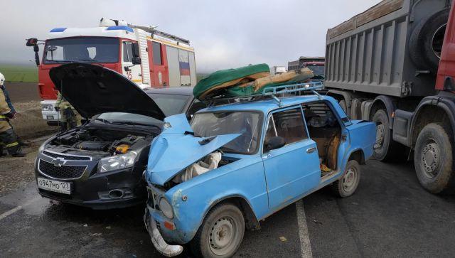На трассе «Таврида» столкнулись ВАЗ и Chevrolet