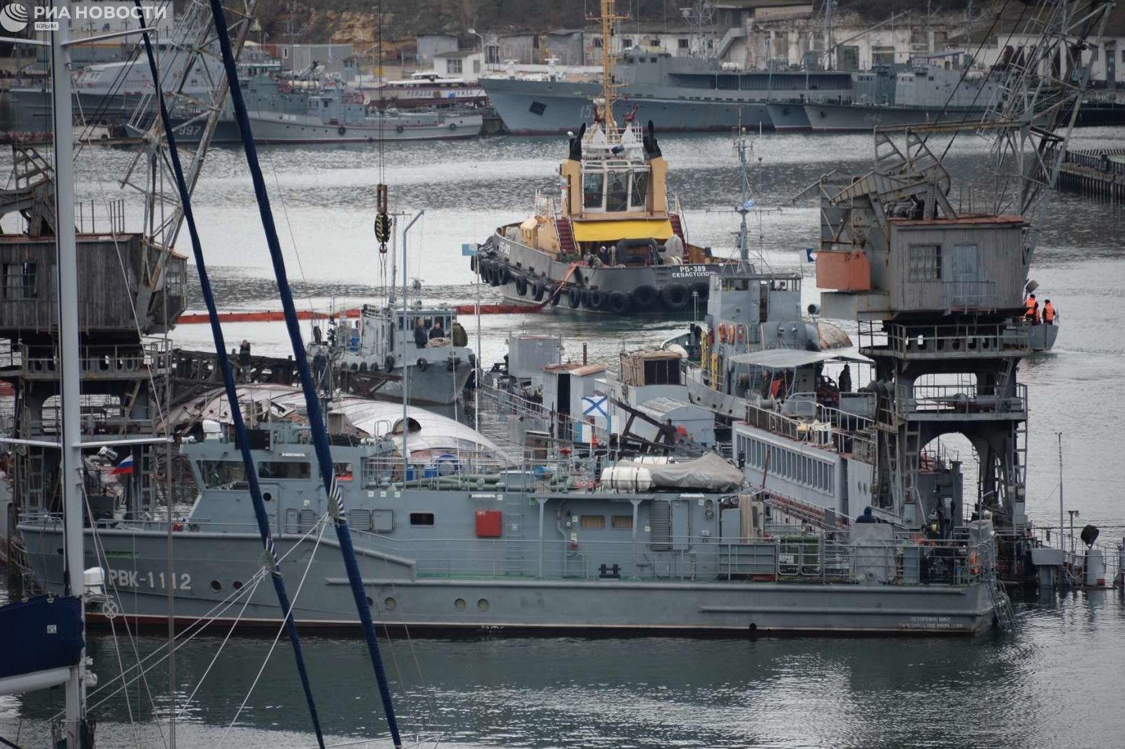 Появилось видео с затонувшим в Севастополе плавдоком и подлодкой