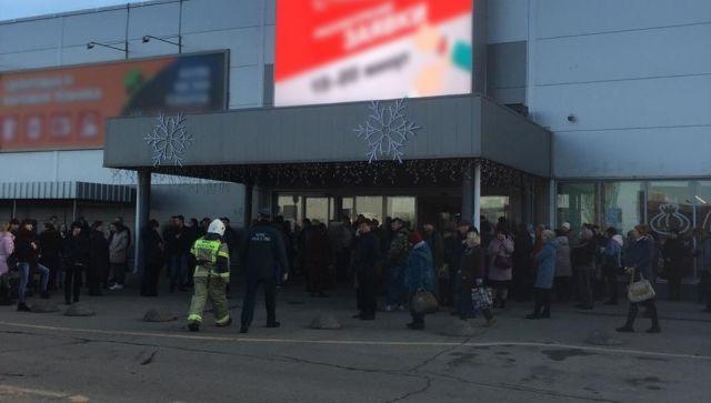 В Симферополе 300 человек эвакуировали из торгового центра
