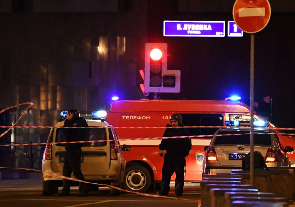 Появились первые фото с места стрельбы по людям на Лубянке