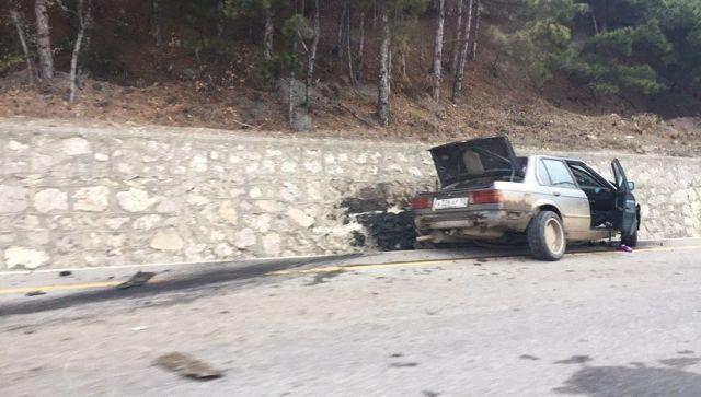 Водитель BMW устроил массовое ДТП в Крыму и врезался в стену