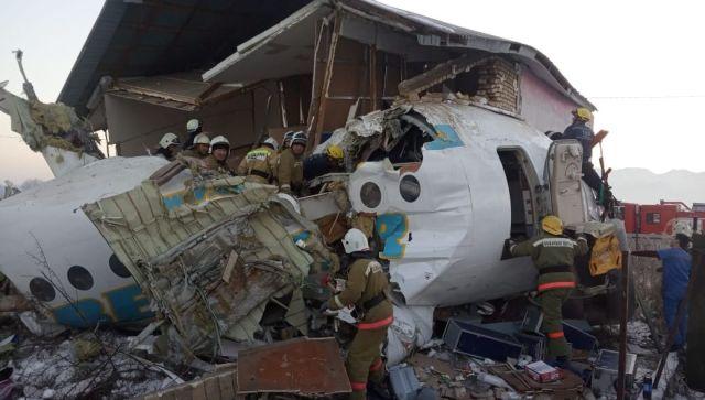В Казахстане потерпел крушение пассажирский самолет: погибли 14 человек