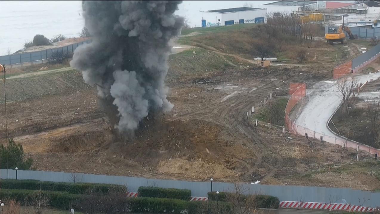 В центре Севастополя подорвали бомбу