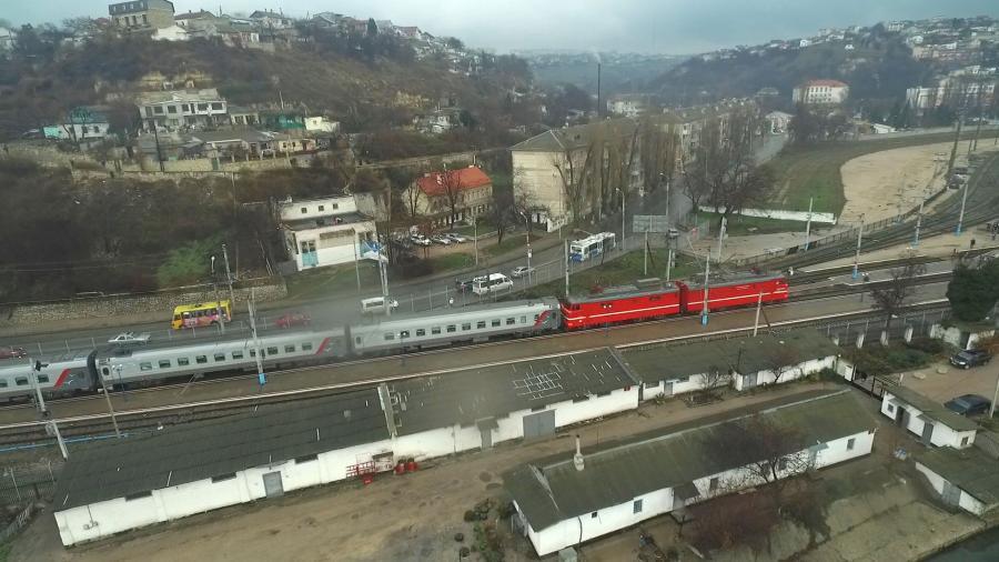 Прибытие поезда «Таврия» в Севастополь показали с воздуха