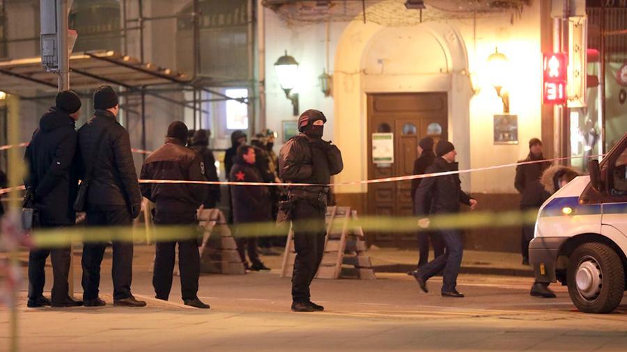 Неизвестный открыл стрельбу у здания ФСБ в Москве: есть жертвы