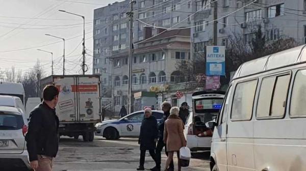 В Севастополе водитель «Газели» сбил девушку-полицейского