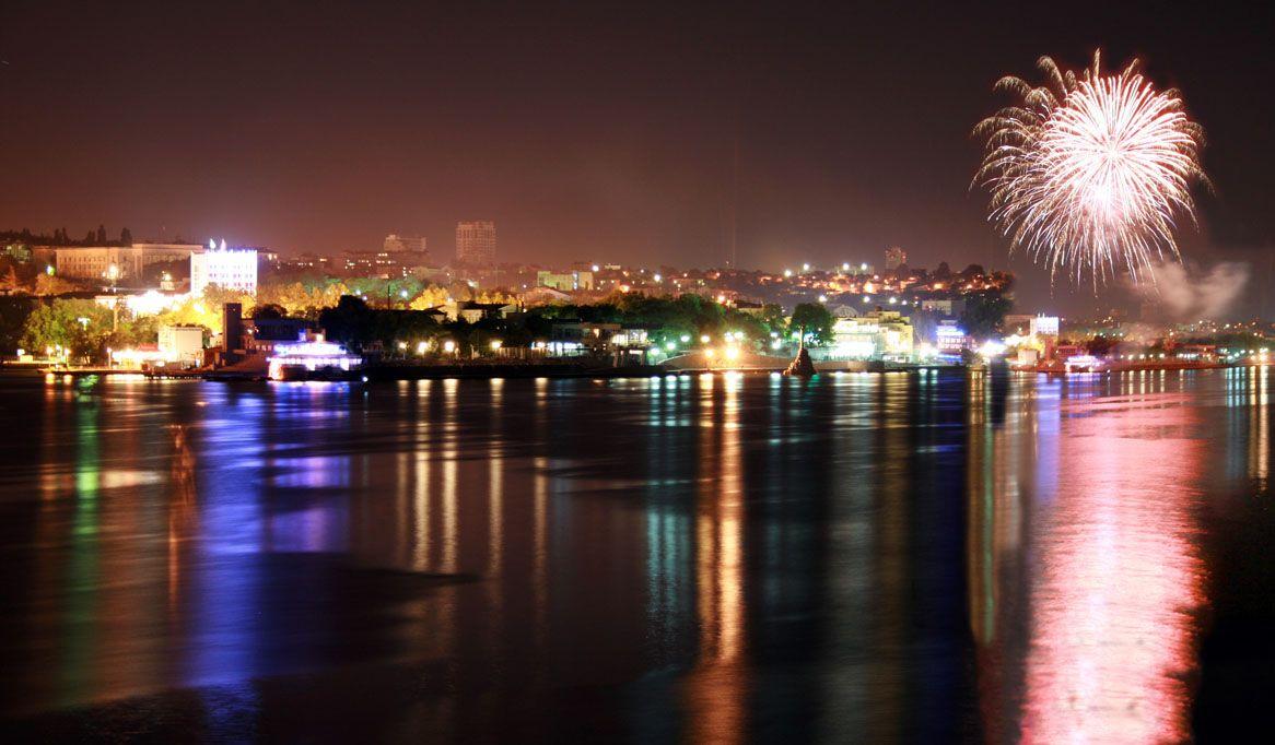 Как будут ходить севастопольские катера в новогоднюю ночь — расписание