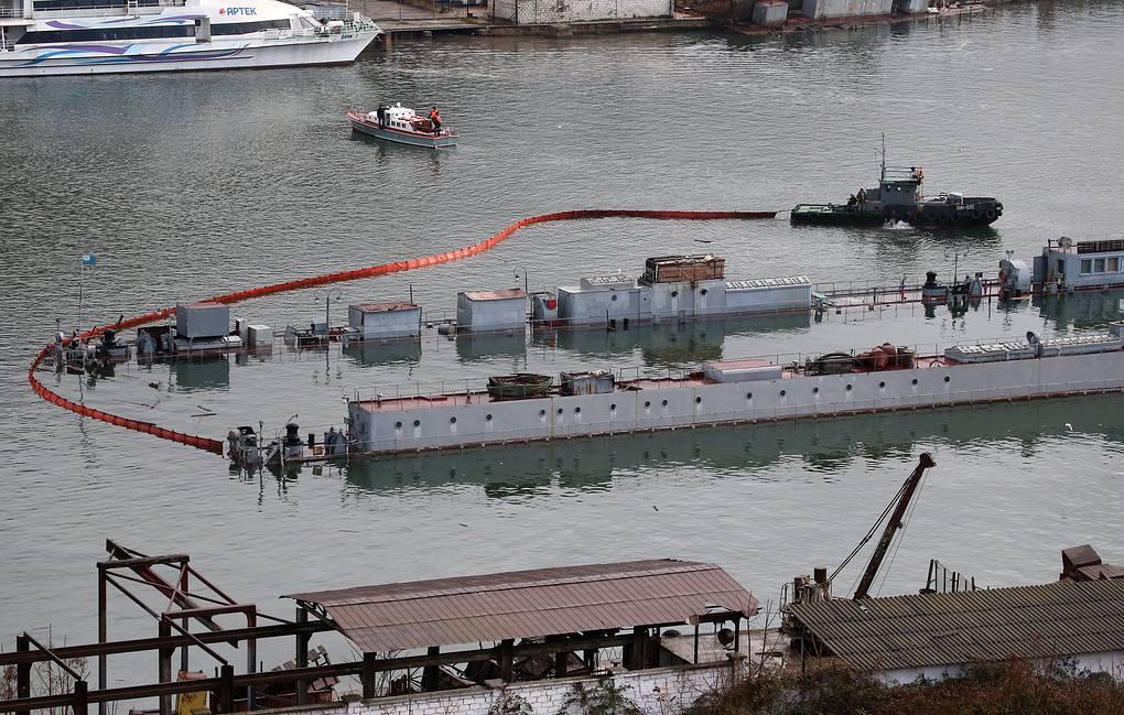 Затонувшую в Севастополе подлодку будут поднимать полгода