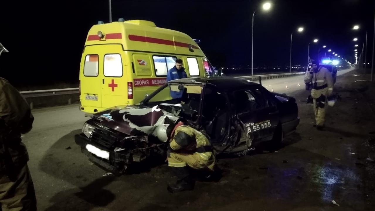Таксист не справился с управлением на крымской трассе