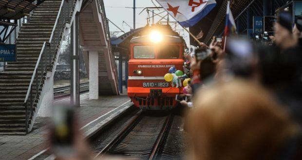 Пассажиры первого поезда в Крым попали в базу «Миротворца»