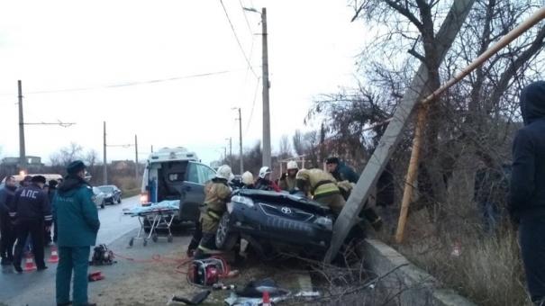 В Крыму водитель-лихач на большой скорости снёс столб