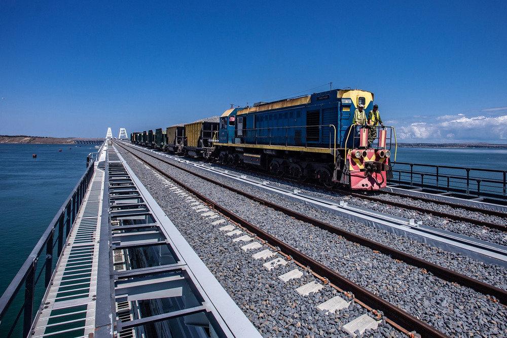 Стало известно, сколько пассажиров проедут в первом поезде по Крымскому мосту