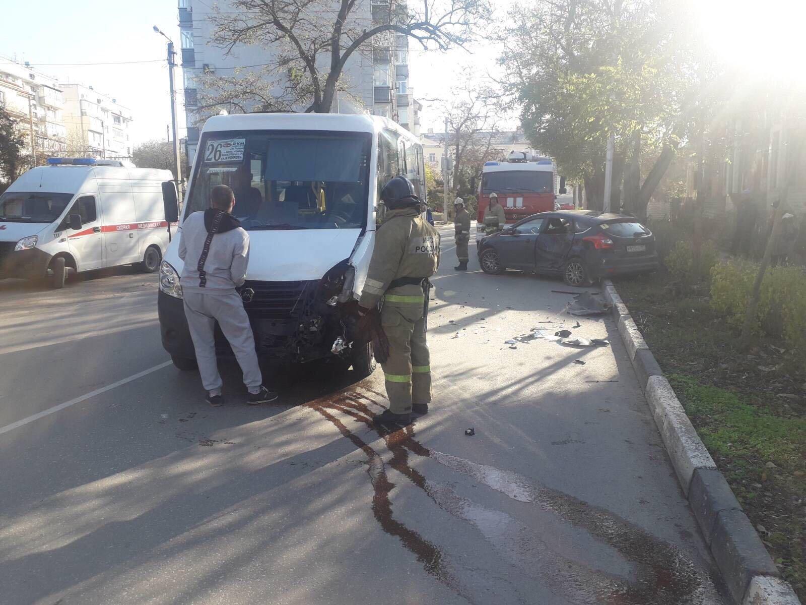 В Севастополе попала в ДТП маршрутка с пассажирами