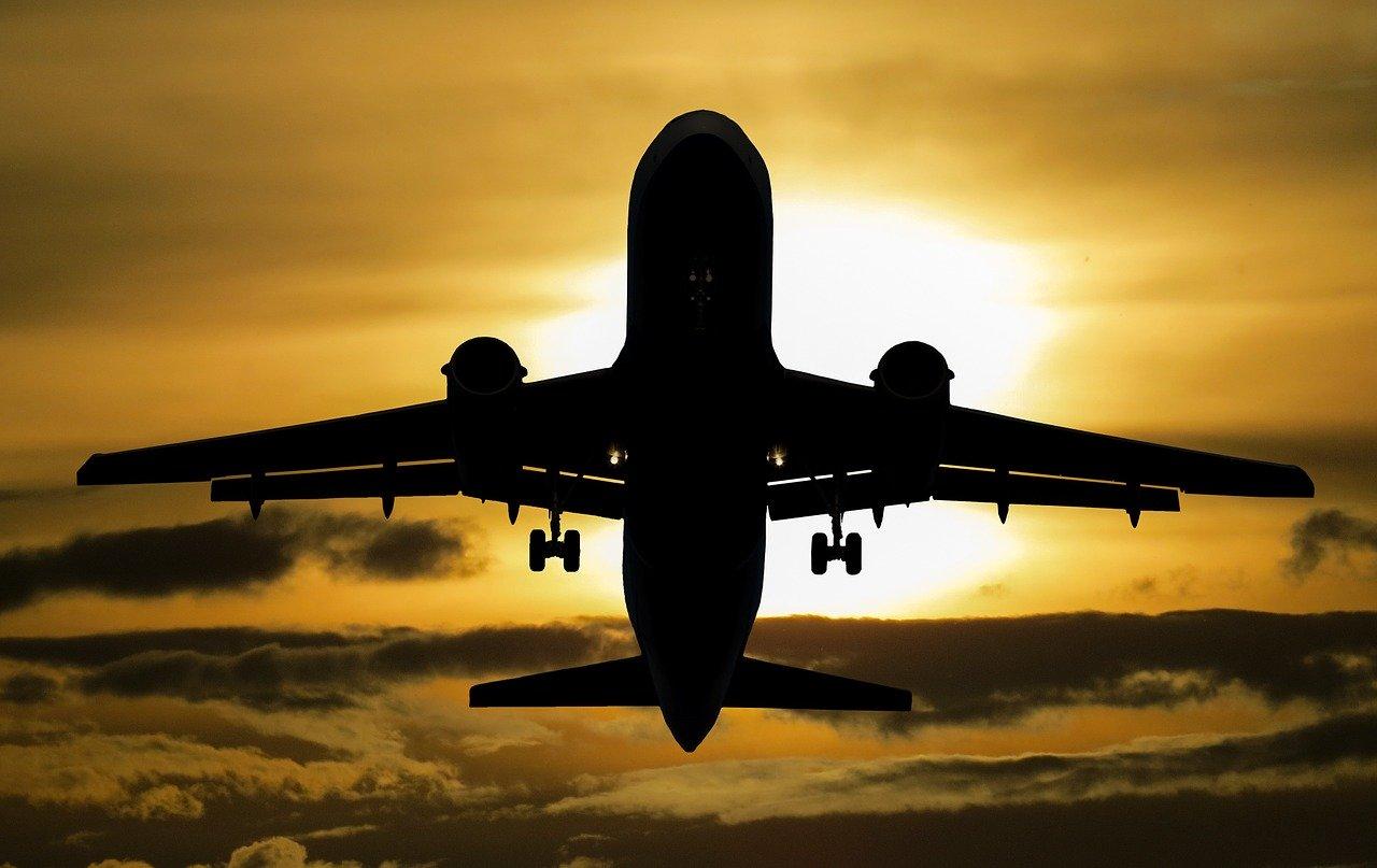 Летевший в Крым самолет совершил аварийную посадку