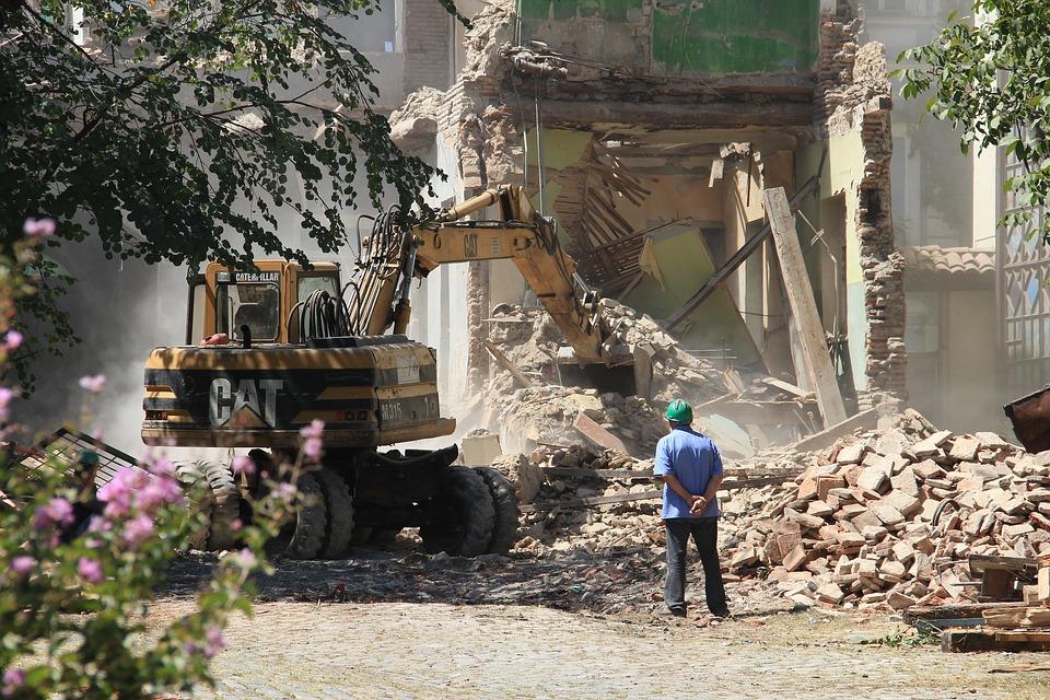В Севастополе могут снести незаконно построенный торговый центр