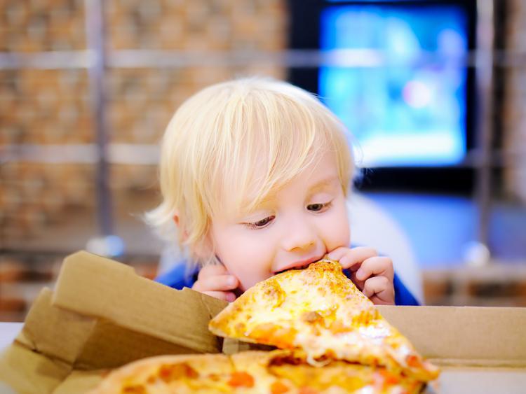 Врач-диетолог назвала причины ожирения детей