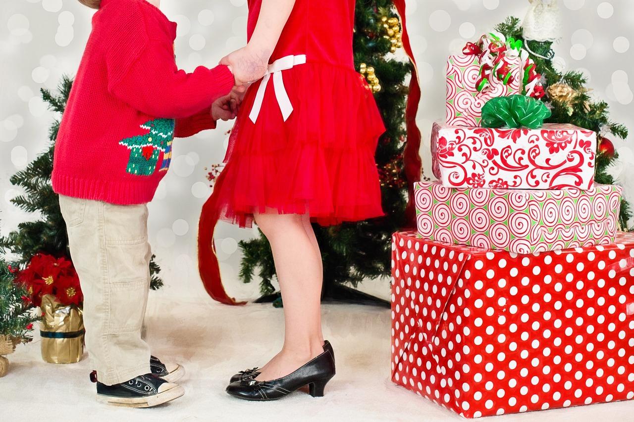 Стало известно, какие подарки готовят детям россияне к Новому году