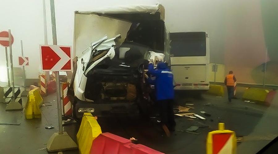 Грузовик и автобус столкнулись лоб в лоб в Зуе: есть жертвы
