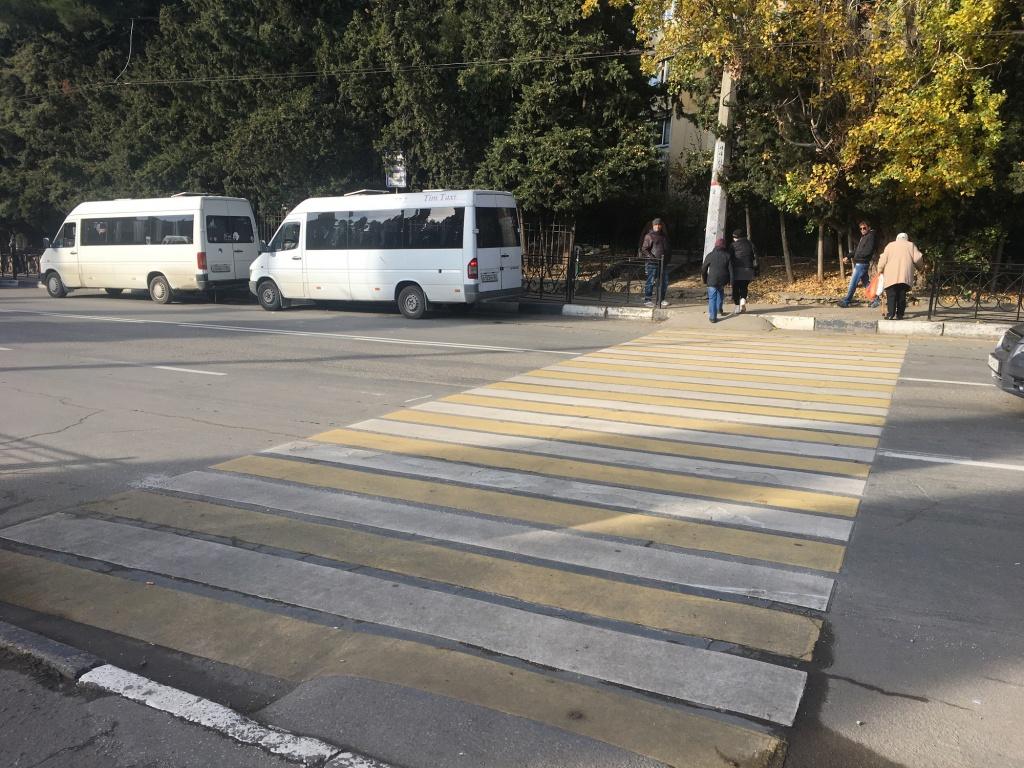 В Ялте на пешеходном переходе сбили ребенка