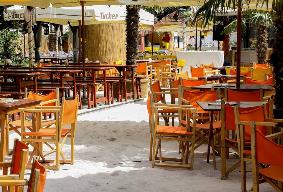 На набережной пляжа Учкуевка снесут кафе