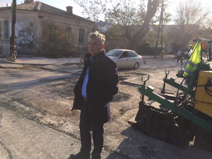 «Вероятно» и «неизвестно»: депутат проверил ремонт дорог в Севастополе