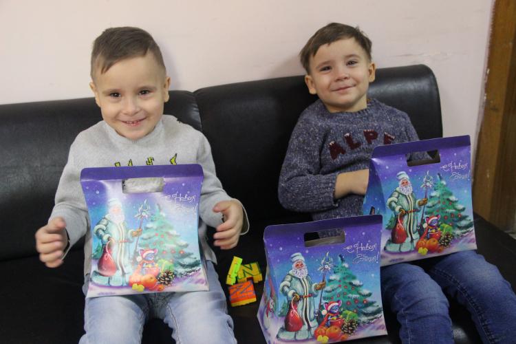 Дети-льготники в Севастополе начали получать новогодние подарки