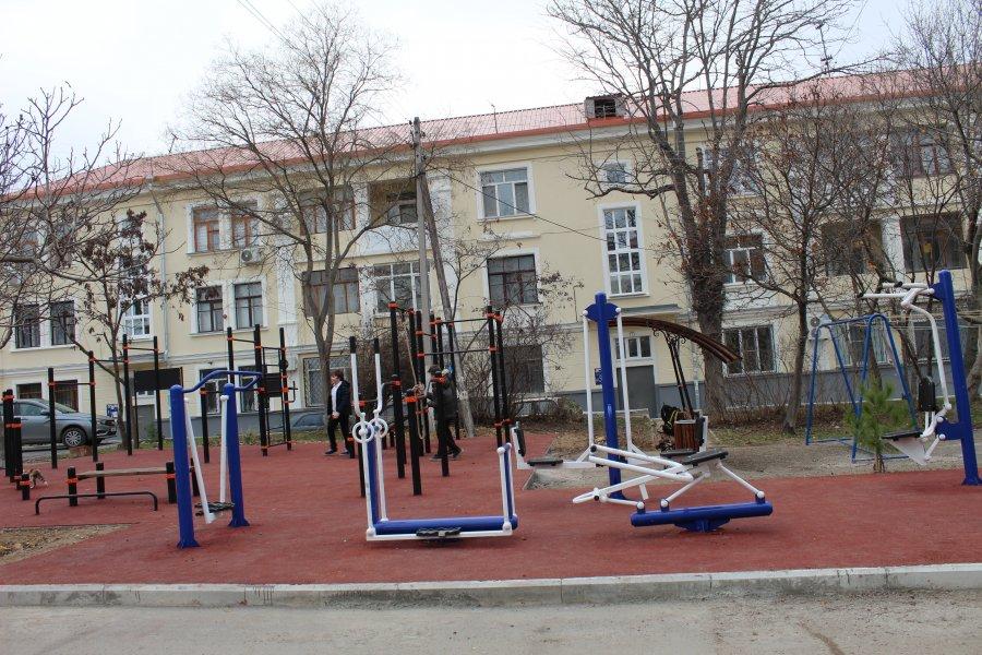 На средства гранта в Севастополе открыли спортивную площадку