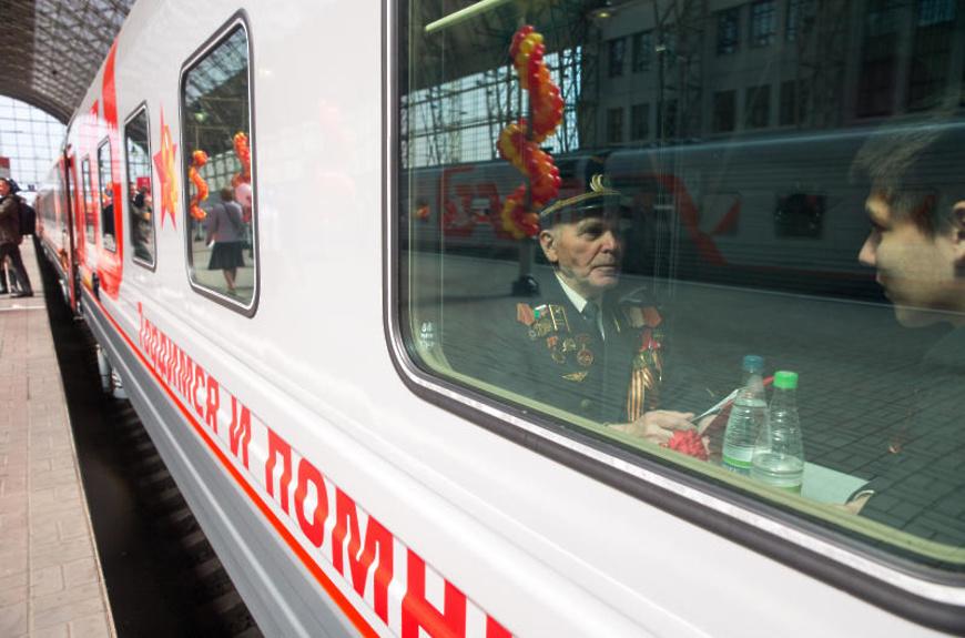 Билет в СВ и питание в подарок: ветераны ВОВ смогут год бесплатно ездить на поезде в Крым