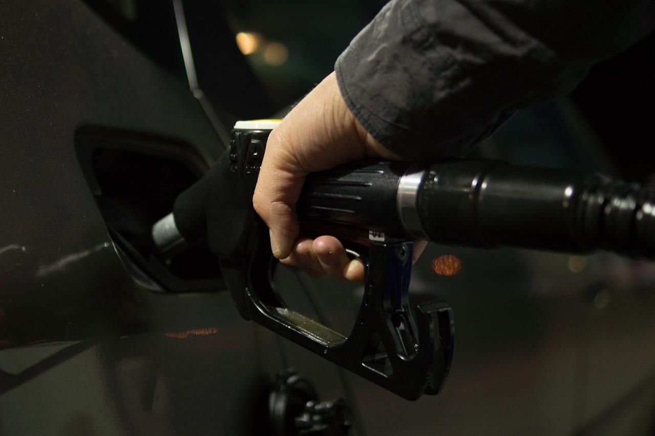 В Крыму популярная сеть АЗС завысила цены на топливо